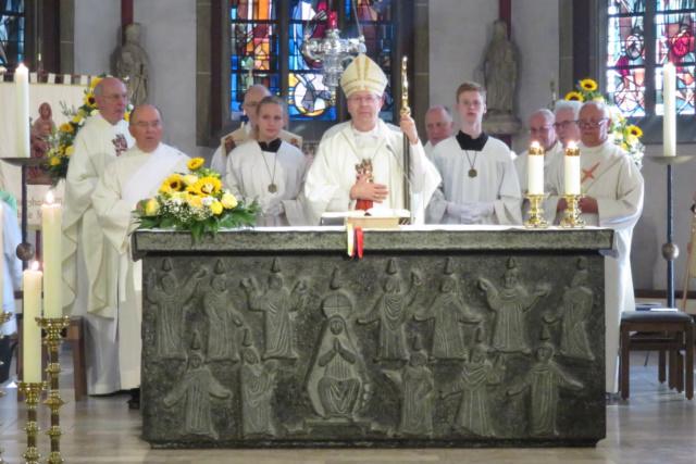 Segen von Weihbischof Dr. Stefan Zekorn aus Münster