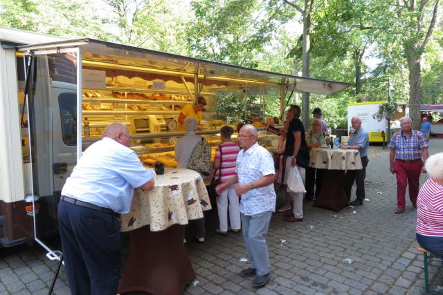 Schlesischer Bäcker bei der Glatzer Wallfahrt